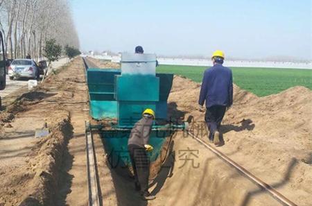 江苏南通市海安县渠道现浇成型机施工现场