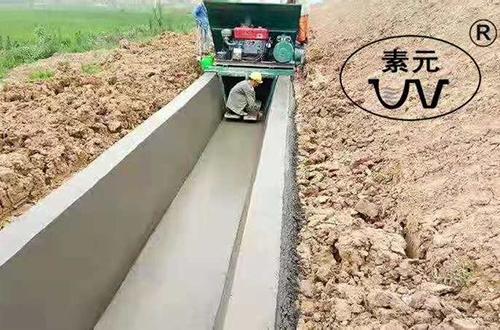 梯形渠成型机施工